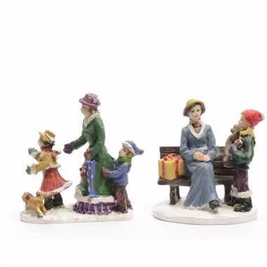 Kerstdorp maken figuurtjes moeder met kinderen 2 stuks 6 cm