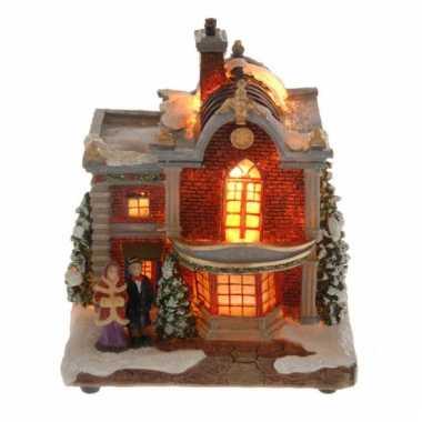 Kerstkerstdorp huisje met man en vrouw met verlichting